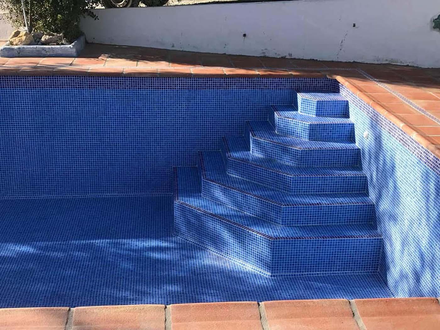 Baldosas borde piscina
